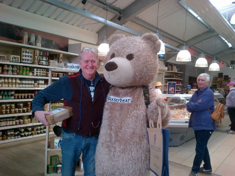 Phil Cunningham meets Baxterbear at Hopetoun House
